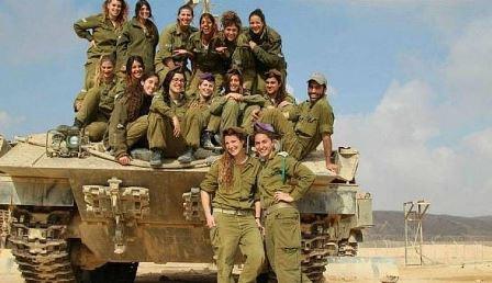 دبابات نسائية إسرائيلية على حدود دولتين عربيتين