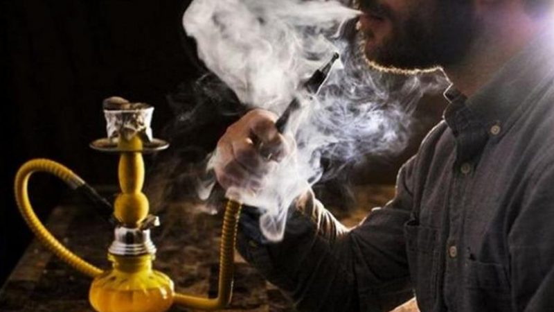 """تدخين """"راس المعسل"""" شيشة تزيد عن الكمية الموجودة في تدخين علبة سجائر كاملة"""