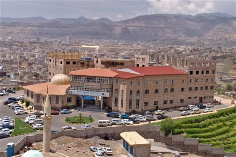 كبرى الجامعات الأهلية في اليمن تدعو طلابها إلى وقف سداد الرسوم حتى استعادة الجامعة