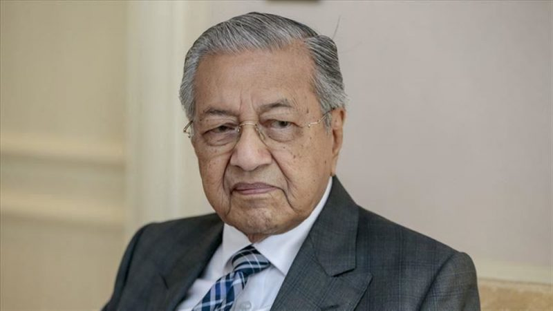 رئيس الوزراء الماليزي مهاتير يقدم استقالته
