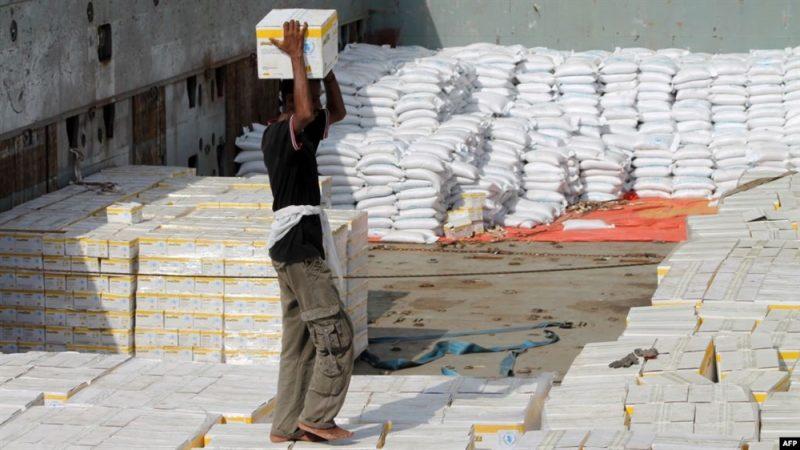 الأغذية العالمي يؤخر صرف المساعدات النقدية في صنعاء قبل حل القضايا مع الحوثيين