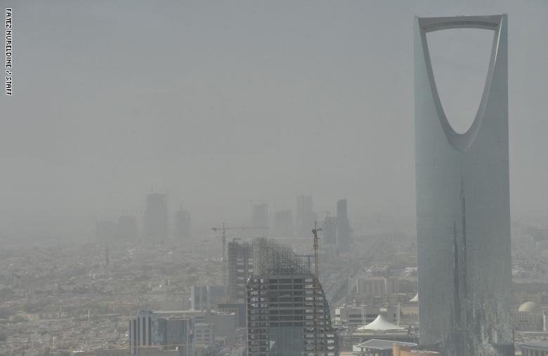 بسبب الغبار .. الاعلان عن تعليق الدراسة في العاصمة السعودية الرياض وهذه المحافظات!