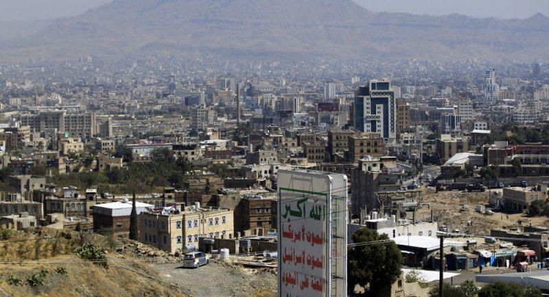 """جريمة جديدة تهز صنعاء.. مواطن يطلق عدة طلقات على صاحب محل جوالات ويرديه قتيلاً """"فيديو"""""""