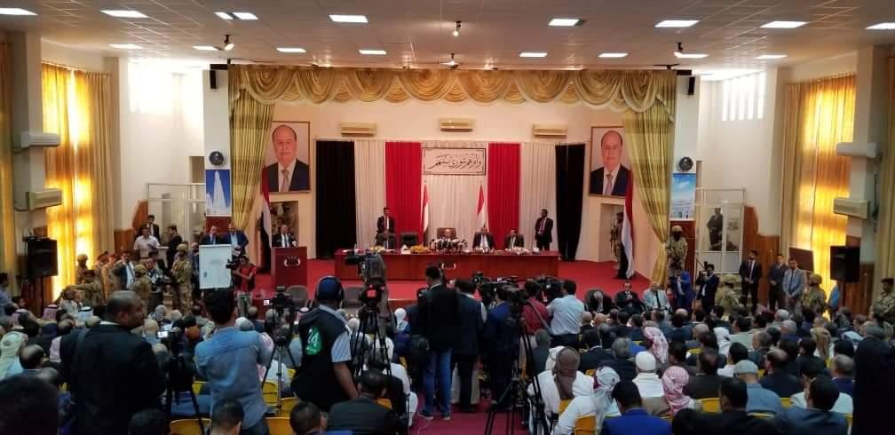 مجلس النواب يدين استهداف مطار عدن ويدعو إلى تحقيق دولي عاجل