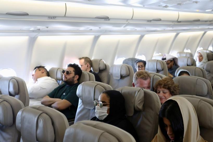 """شاهد فيديو خطير يحاكي ما تفعله """"سعلة"""" واحدة داخل الطائرة"""