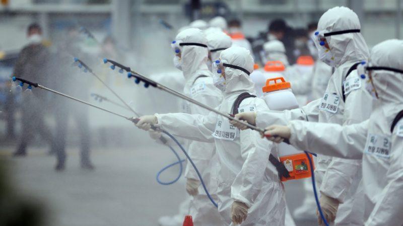 الصحة العالمية: رش المطهرات في الشوارع لا يقضي على فيروس كورونا.. بل انه يسبب مخاطر صحية
