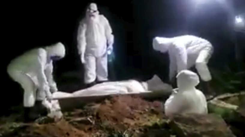 في مناطق سيطرة المليشيات.. صلوات جنازة لا تنقطع ودفن في الظلام والحوثيون يكتمون السر في المقابر