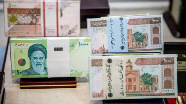 الكشف عن انهيار تاريخي للعملة الإيرانية.. 200 ألف ريال لكل دولار