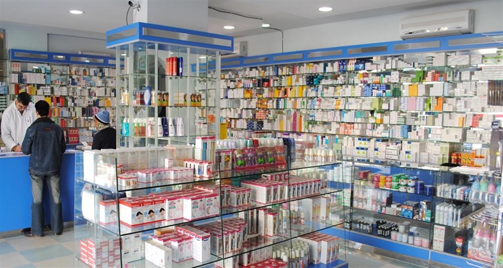 هيئة الأدوية تغلق منشآت دوائية مخالفة للقانون في تعز