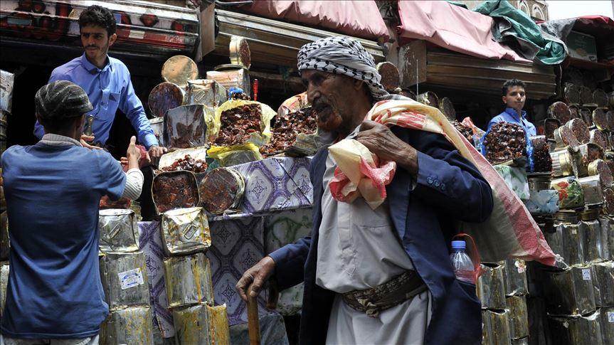 كورونا تتسبب في رفع أسعار المواد الغذائية في اليمن إلى 35 بالمئة