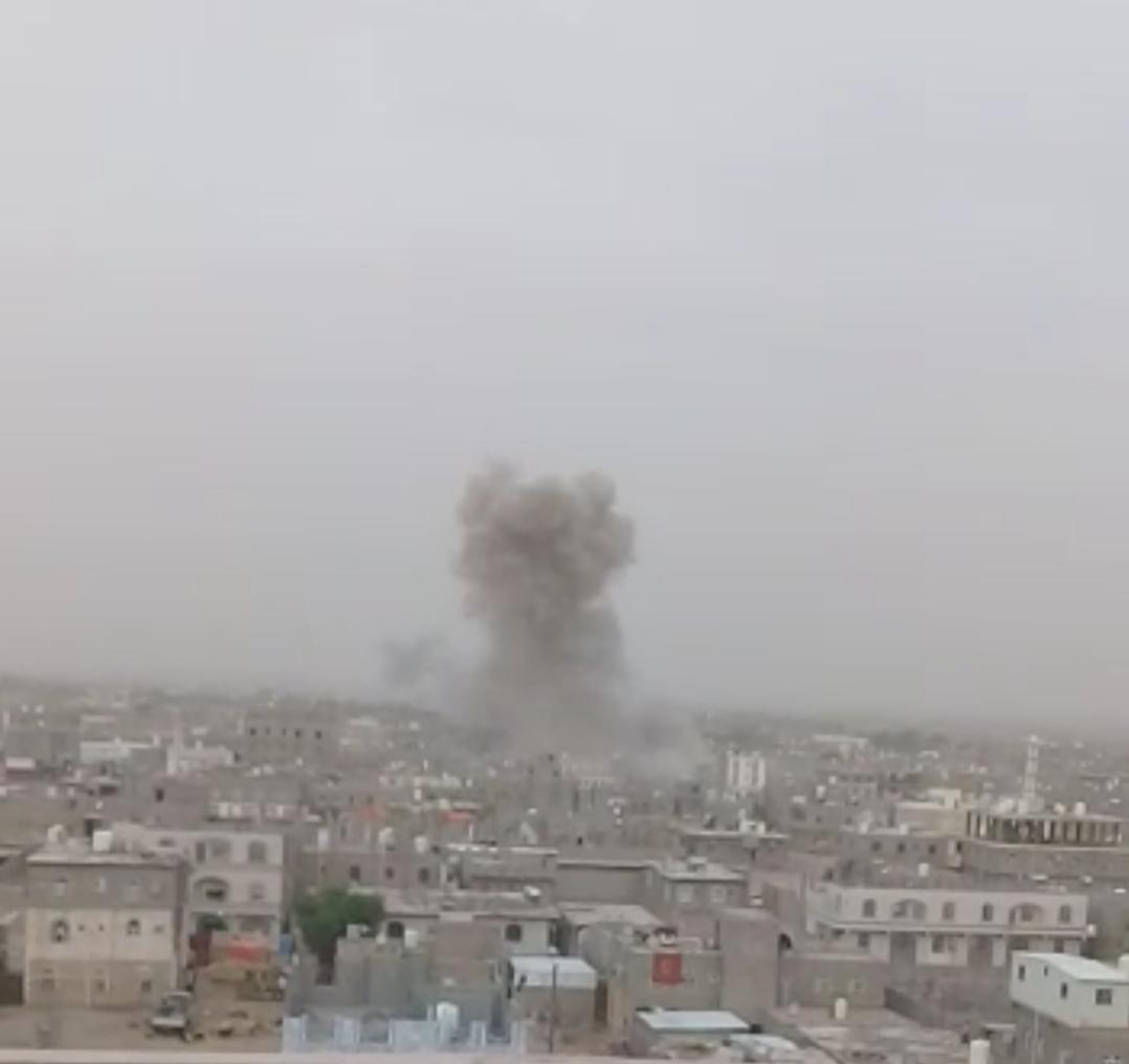 شاهد فيديو لحظة سقوط صاروخ باليستي على أحد أحياء مدينة مأرب