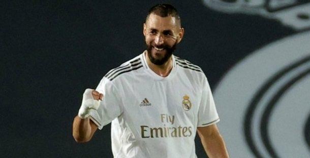 ريال مدريد يتمسك بالصدارة بفوزه على ألافيس