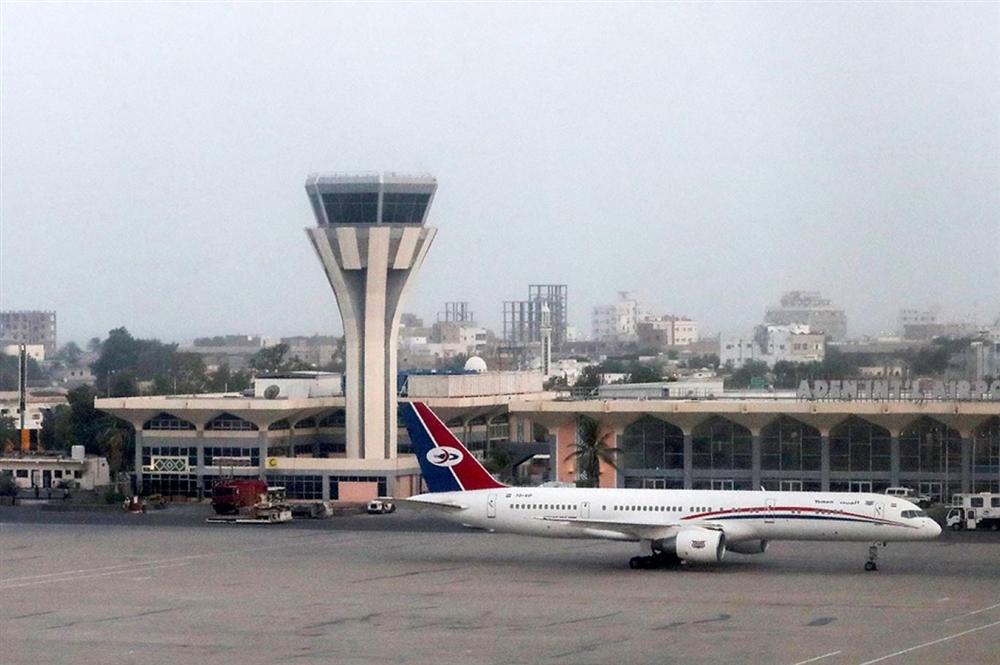 مصادر.. طائرة إماراتية تهرب عدد من قيادات الانتقالي بعد وصولها بشكل مفاجئ إلى مطار عدن