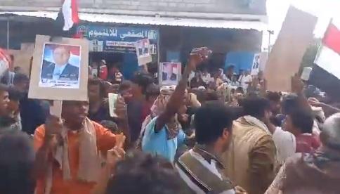 """شاهد ابناء ابين يهتفون ضد المجلس الانتقالي في مليونية اليوم """"فيديو"""""""
