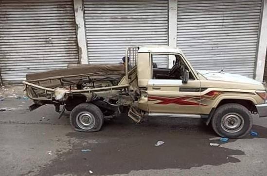 مقتل وإصابة 4 أشخاص بانفجار طقم عسكري في تعز