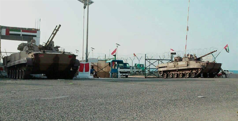 الكشف عن تفريغ سفينة إماراتية لحمولة مجهولة في ميناء سقطرى