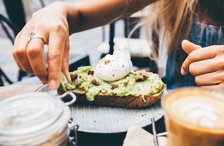 """دراسة تكشف عن طريقة لـ""""إعادة برمجة"""" الدماغ لجعل خيارات الطعام الصحي تبدو أكثر جاذبية!"""