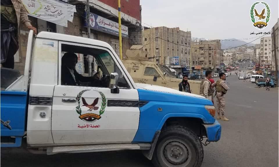 أجهزة الأمن بتعز تعلن استعادة عدد من السيارات وضبط متهمين