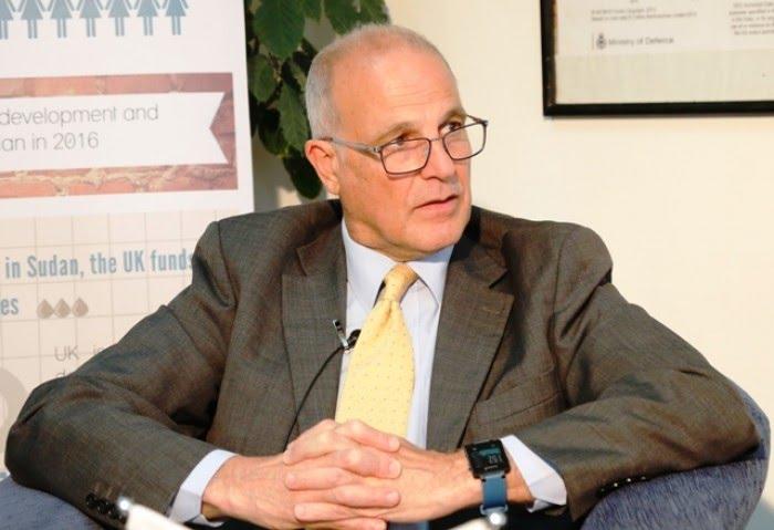 السفير البريطاني يتوقع استمرار الحرب حتى يتصرف قادة اليمن بشكل حاسم لإنهائها