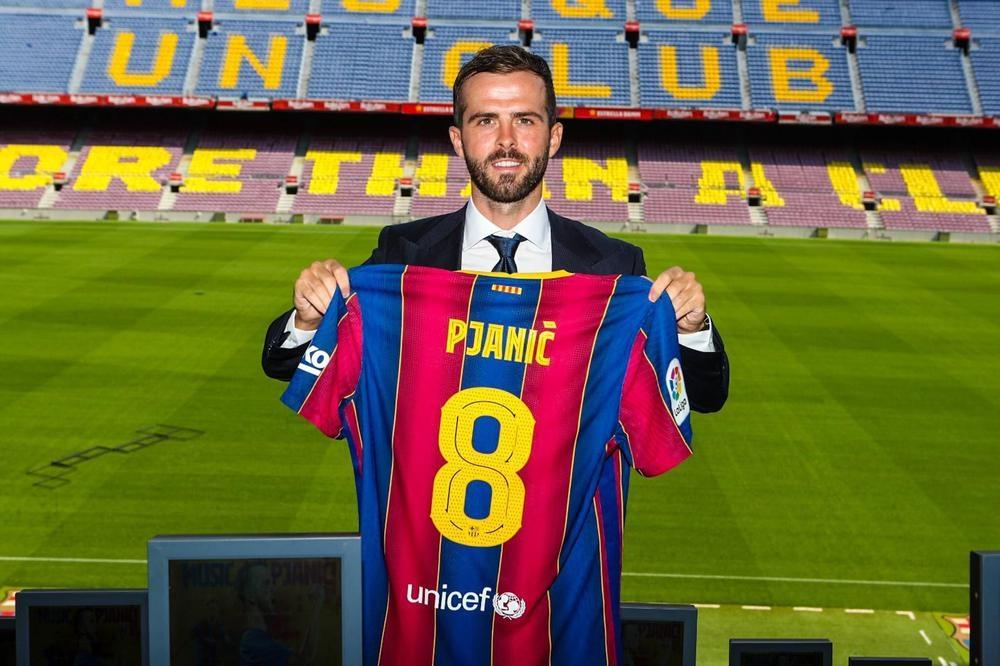 برشلونة يقدم لاعبه الجديد لوسائل الإعلام