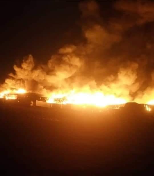 ورد الان.. مليشيات الحوثي تستهدف مجمع اخوان ثابت الصناعي بالحديدة والنيران تلتهم 3 مخازن