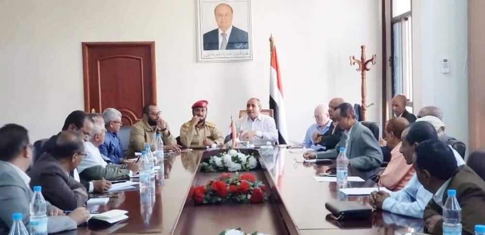 السلطة المحلية بتعز تعقد لقاءا موسعا للتصدي للأفكار الضالة لمليشيا الحوثي ومناقشة الوضع التعليمي