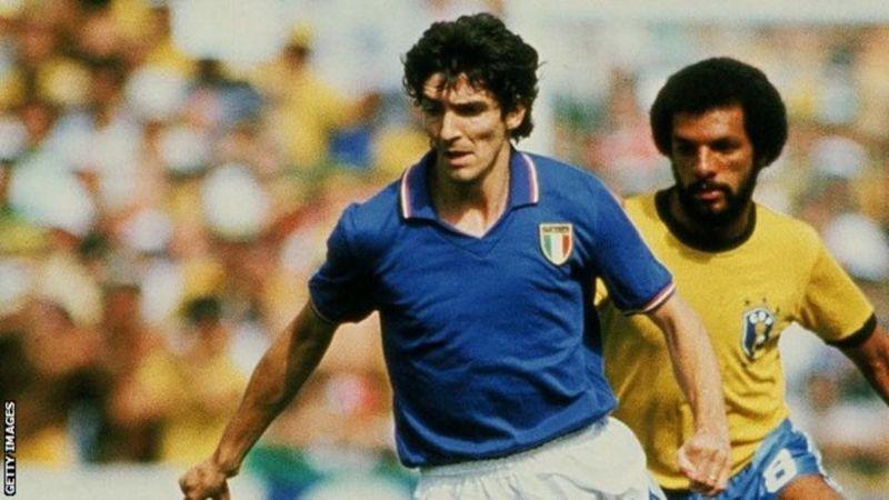 وفاة أسطورة كرة القدم الإيطالية باولو روسي