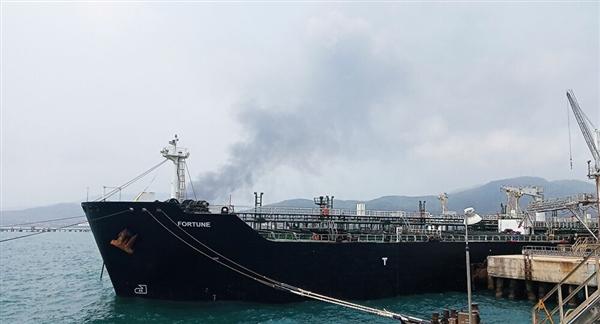 الكشف عن تعرض ناقلة وقود في جدة لهجوم بقارب مفخخ