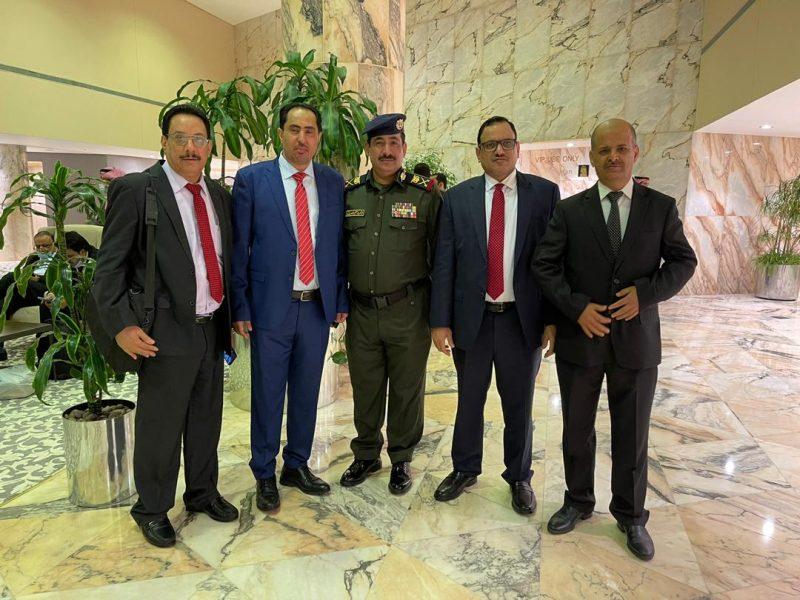 بينهم نايف البكري.. شاهد اول الصور لوزراء الحكومة الجديدة من مطار الرياض في طريقهم إلى عدن