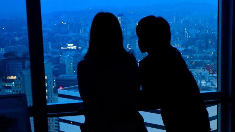 """قطاع إنهاء العلاقات.. عالم """"العملاء السريين"""" المتخصصين في إنهاء العلاقات العاطفية في اليابان"""
