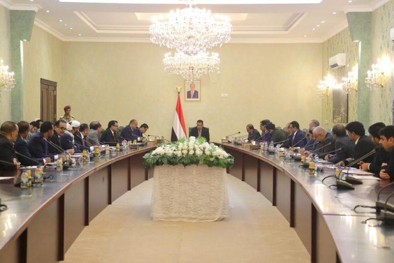 في أول اجتماع لها بعدن.. الحكومة تناقش الهجوم الإرهابي على مطار عدن