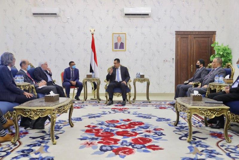 أكد مسؤولية مليشيا الحوثي.. رئيس الوزراء: الإستهداف الإرهابي على مطار عدن يعتبر جرس إنذار لخطورة عدم التعامل بجدية مع المليشيا