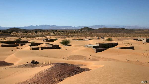 بعد أن طمستها الرمال.. عمانيون يسعون لإحياء قرية في الصحراء