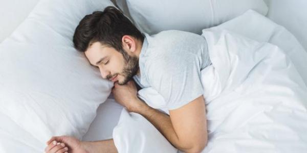 دراسة جديدة تكشف عن الدور الحيوي للنوم العميق في صحة الدماغ
