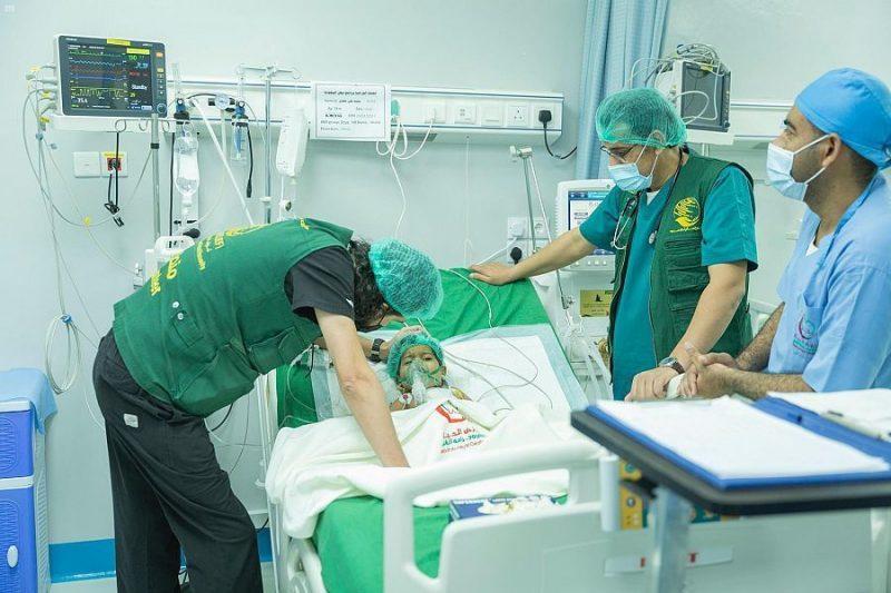 """المكلا.. إجراء 16 عملية جراحية قلب مفتوح للأطفال ضمن برنامج """"نبض السعودية"""""""