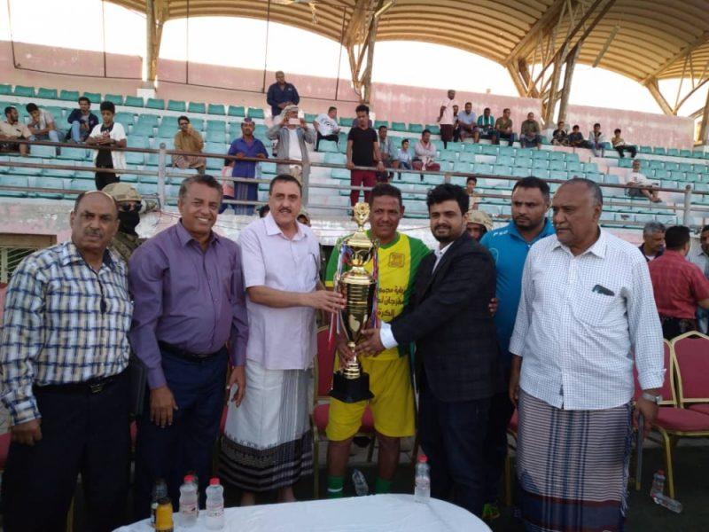 مجموعة العيسي تكرم قدامى نجوم كرة القدم في محافظتي عدن وأبين