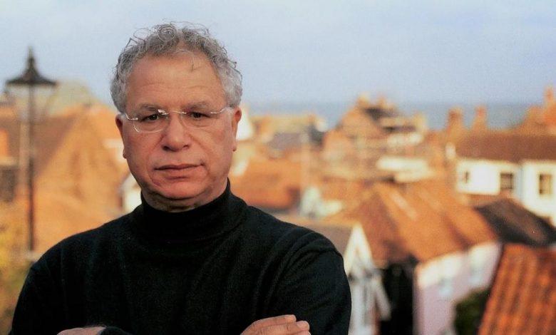 """الشاعر الفلسطيني الكبير """"مريد البرغوثي"""" في ذمة الله"""