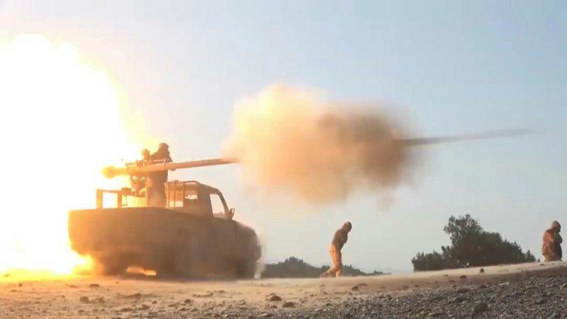 مدفعية الجيش تستهدف تجمعات مليشيا الحوثي في مأرب وتكبدها خسائر في الأرواح والعتاد
