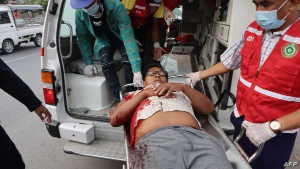 الشرطة البورمية تطلق النار على تظاهرة رافضة للإنقلاب ومقتل وإصابة العشرات