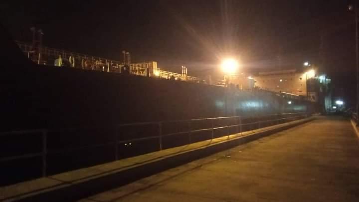 بالتزامن مع دخول سفينة الوقود.. خروج منظومة الكهرباء عن الخدمة في العاصمة المؤقتة عدن