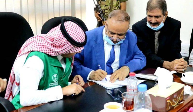 الحكومة توقع اتفاقية لتطوير مطار عدن الدولي