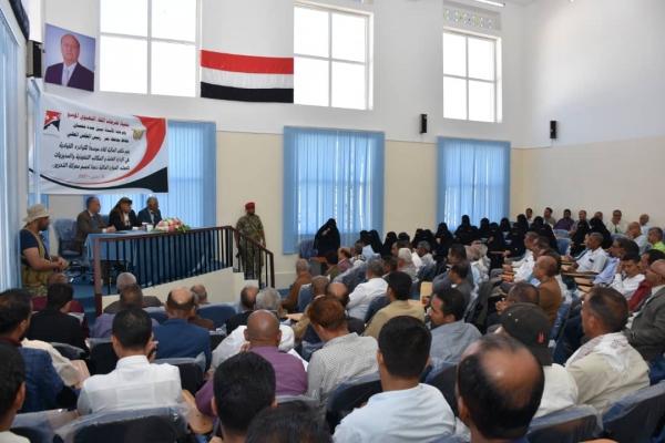 """المحافظ نبيل شمسان يوجه بتحصيل كافة موارد تعز وتوجيهها لدعم """"معركة التحرير"""""""