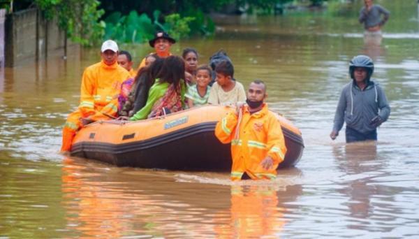 وكالة إدارة الكوارث في إندونيسيا تعلن تدمر عشرات المنازل وارتفاع قتلى السيول