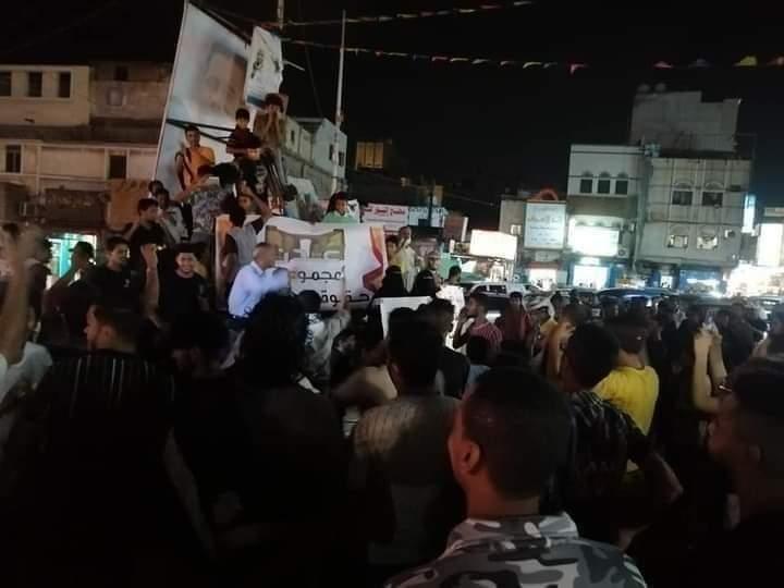"""رغم قمع مليشيات الانتقالي .. احتجاجات متواصلة على تردي الخدمات في شوارع عدن """"صور وفيديو"""""""