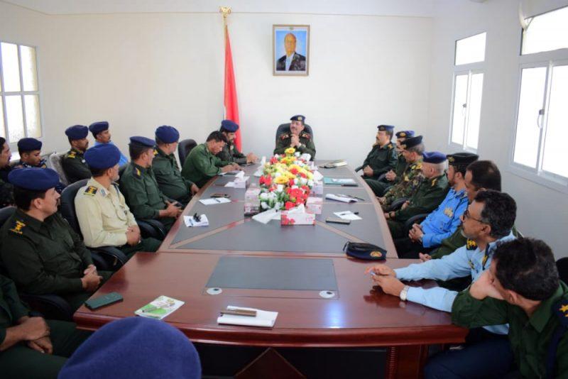 وزير الداخلية يترأس اجتماعا أمنيا بقادة الوحدات الأمنية بوادي وصحراء حضرموت