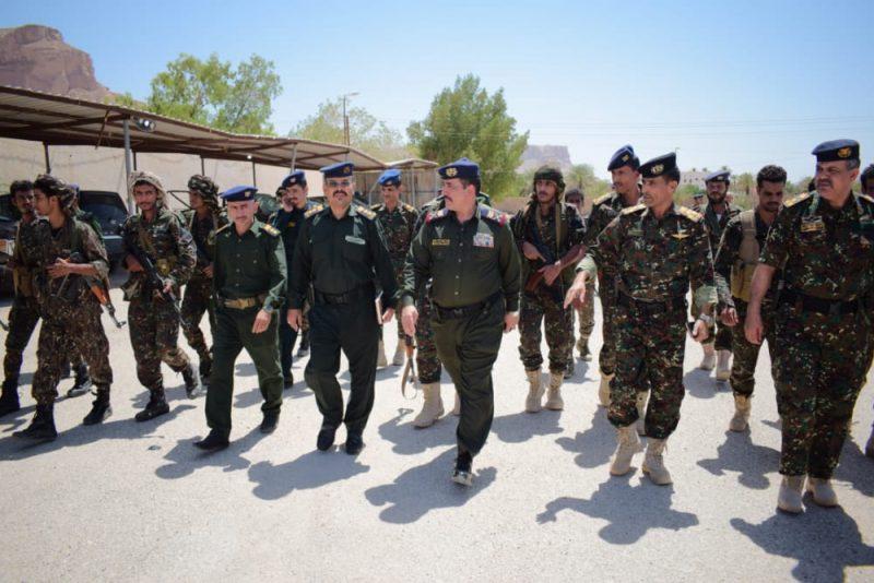 وزير الداخلية يتفقد معسكر قوات الأمن الخاصة في وادي وصحراء حضرموت