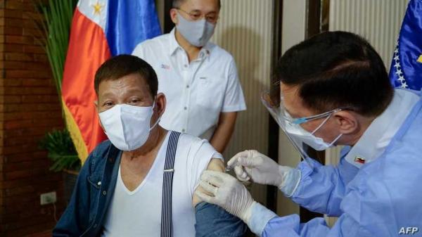 الفلبين تعيد شحنة لقاحات إلى الصين رغم تلقي رئيس البلاد جرعة منه