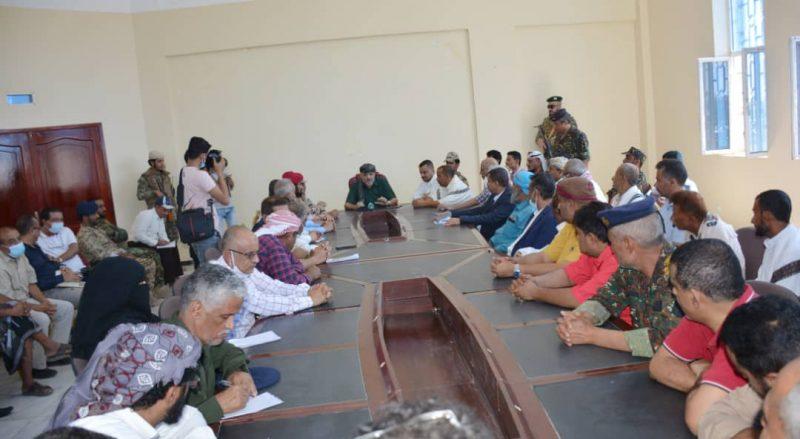 في اجتماع استثنائي محافظ تعز يؤكد بدء الإجراءات لإعادة تشغيل ميناء المخا
