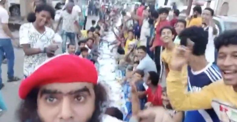 بالفيديو.. شاهد ابناء عدن يدعون ضد مليشيات الانتقالي في افطار جماعي بكريتر