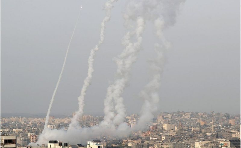 حماس تمطر إسرائيل بأكثر من 80 صاروخا والطيران الإسرائيلي يقصف غزة